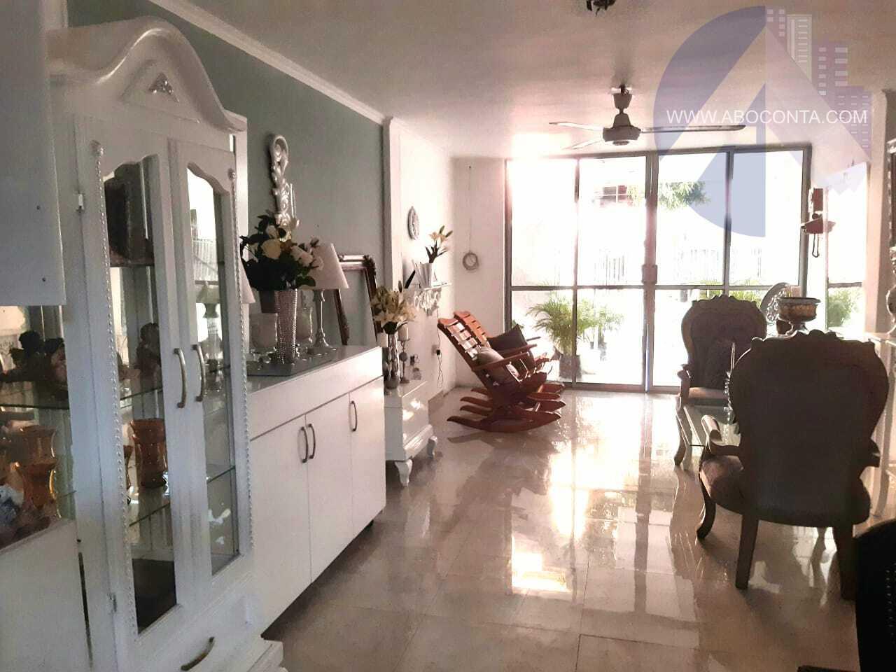 Casa amplia ubicada en Santa Lucía
